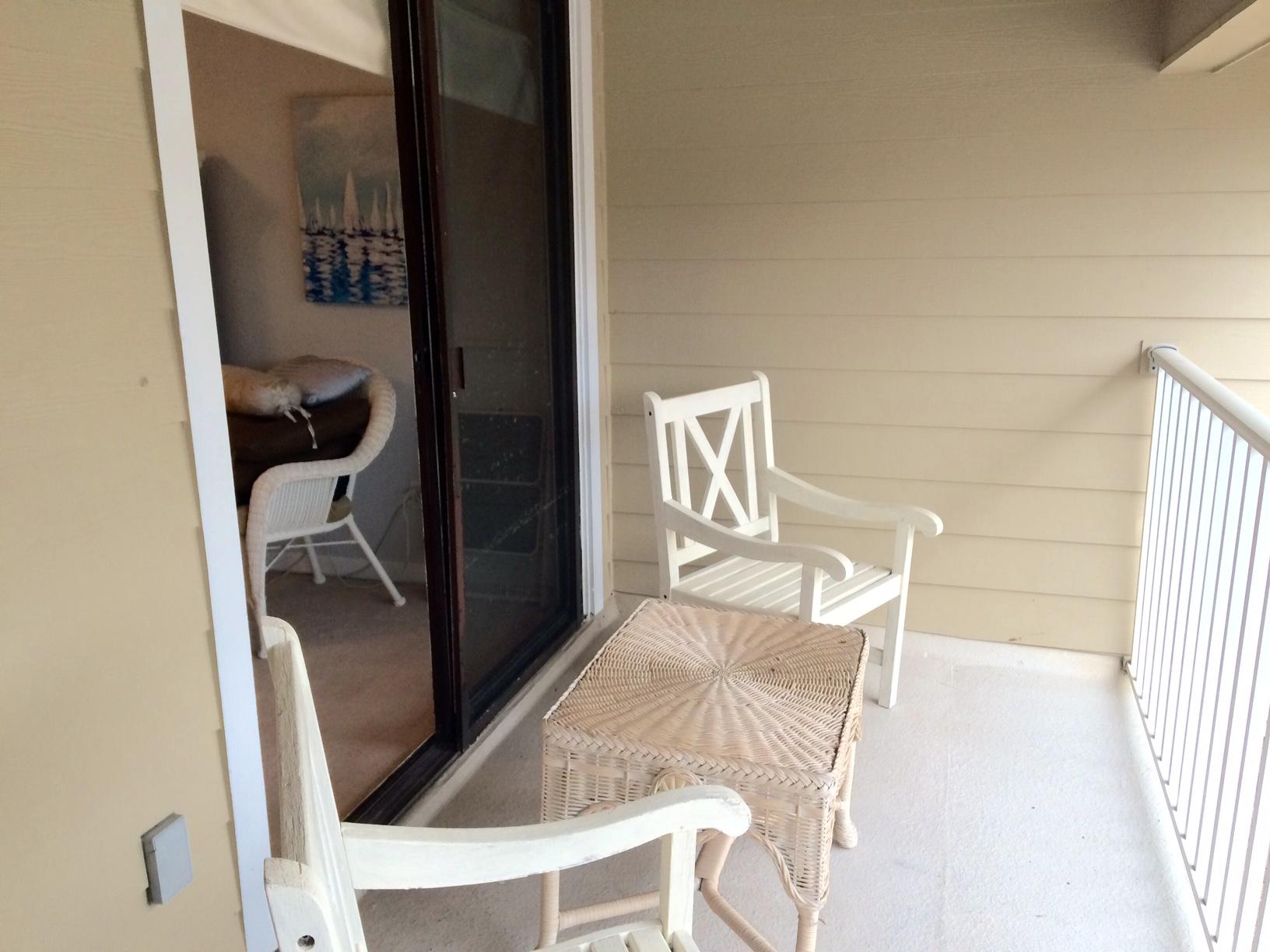 condo-veranda